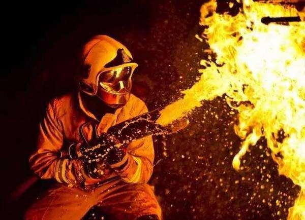安全生产,人人有责 ——雷竞技官网科技消防灭火模拟演练